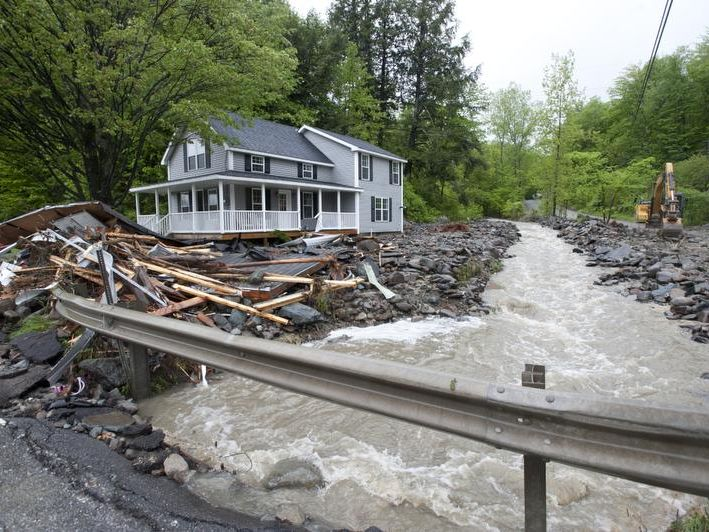 -BUR 0524 flood underhill C7.jpg_20130524.jpg