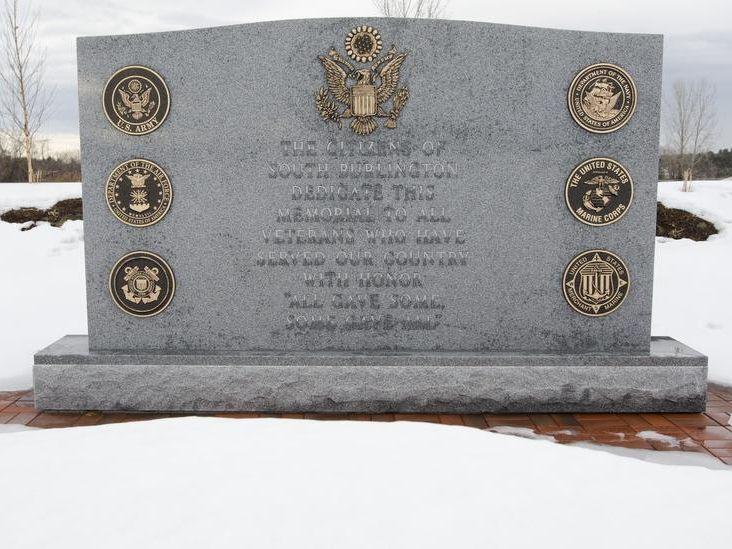 -BUR 0106 SB war memorial C1.jpg_20140106.jpg
