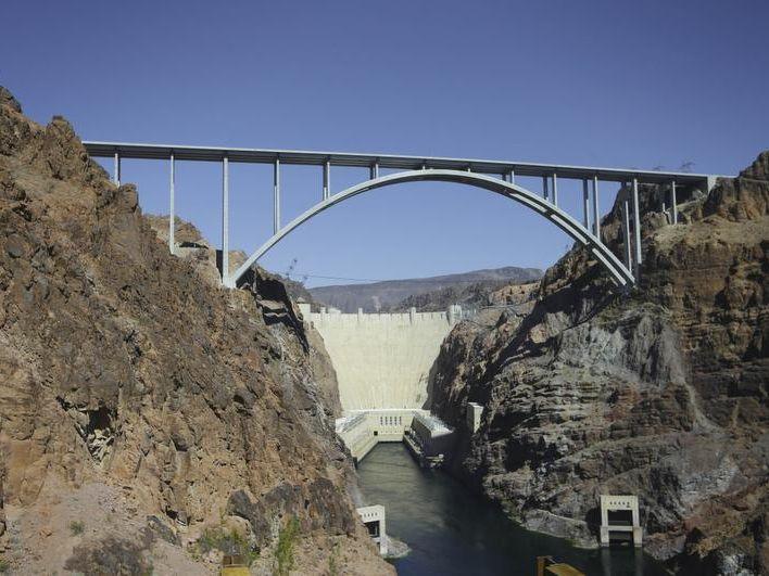 -Hoover Dam Bridge Suicides.JPEG-04efc.jpg_20140117.jpg