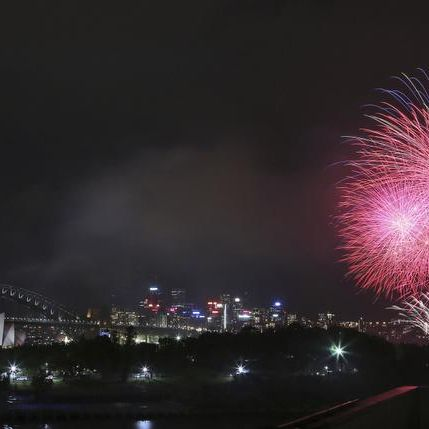 Revelers start ringing in 2014 with fireworks