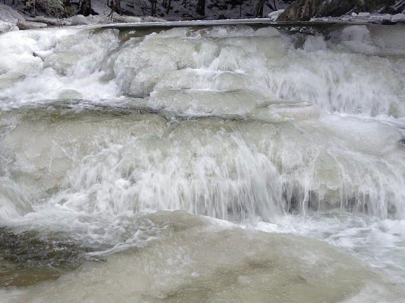 -BUR 0110 ice.jpg_20140110.jpg